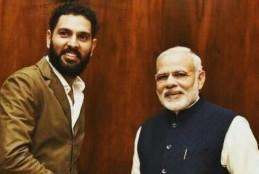 युवराज सिंह से PM नरेन्द्र मोदी को कार्ड देने मे हुई ग़लती