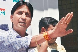 मैं हिंदू हूं इसलिए केजरीवाल की इफ्तार पार्टी में नहीं गया- कुमार विश्वास