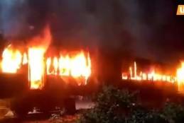 भारत का रेलवे एक बार फिर से आग के लपेट मे , आम्रपाली एक्सप्रेस मे लगी आगा :-