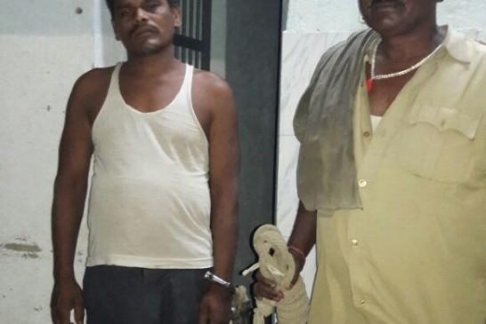 हत्या , लूट एवं डकैती का आरोपी शराब के साथ गिरफ्तार