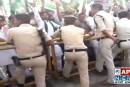 बिहार: राजद कार्यकर्ताओं पर पुलिस की कार्रवाई से खफा तेजस्वी बैठे सड़क पर